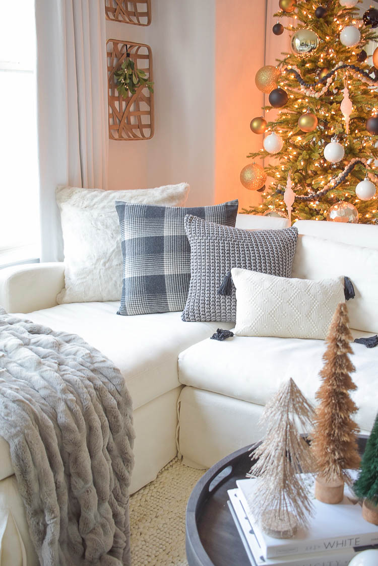Black, White & Gold Christmas Living Room Tour
