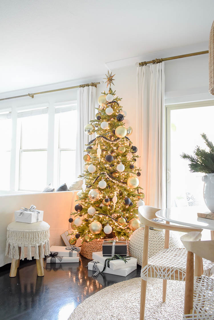 Black, White & Gold Christmas Tree - Modern Christmas Decorated Living Room
