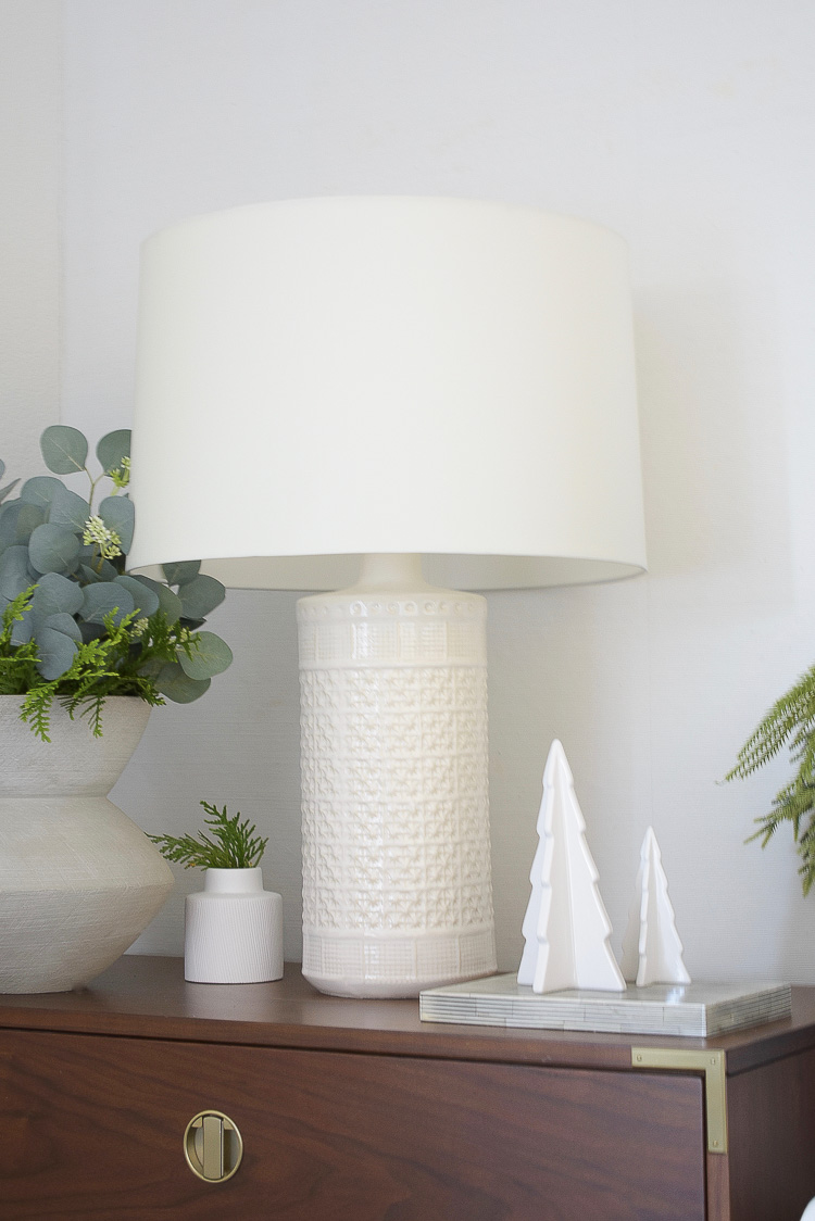 Holiday Bedroom Tour - White textured lamp