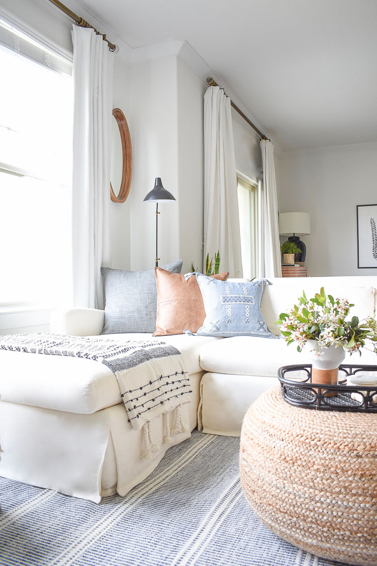 Boho chic living room tour - cozy leather, blue and gray Belgium linen spring pillows