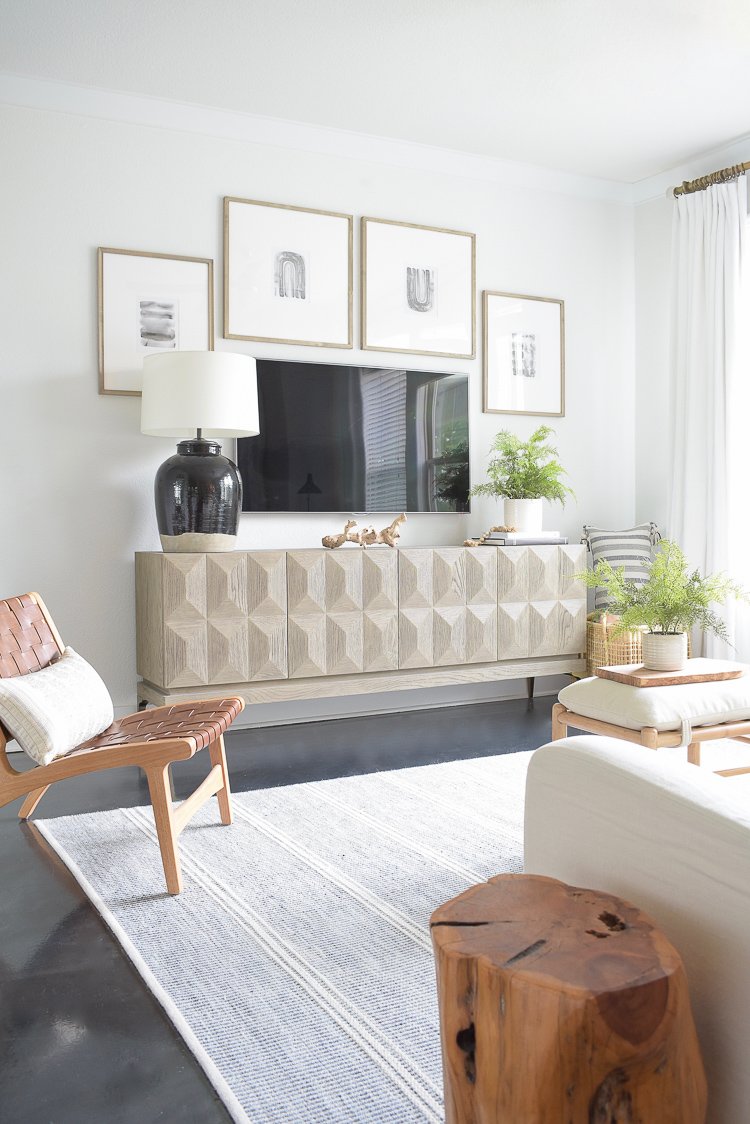 How to style a gallery around a tv - summer home tour